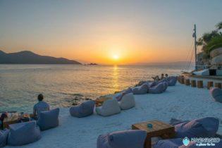 Magično mesto, Karnagio beach bar